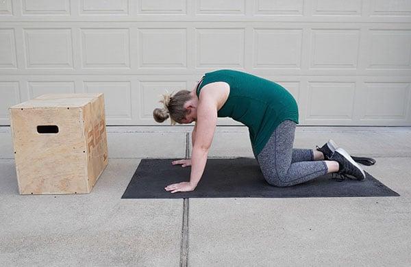 pregnant woman hip stretch